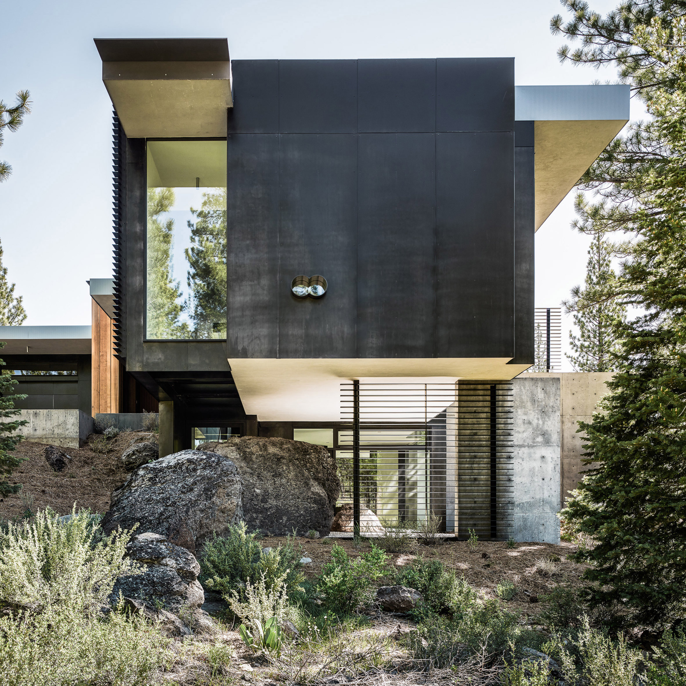 Creek House By Faulkner Architects Preserves Boulders On Steep Site
