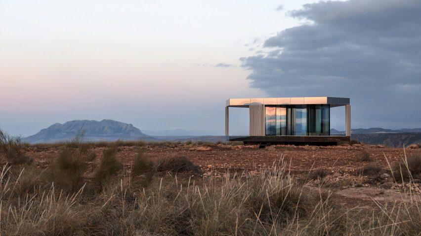 OFIS Arhitekti builds star-gazing retreat in Spain's Gorafe desert