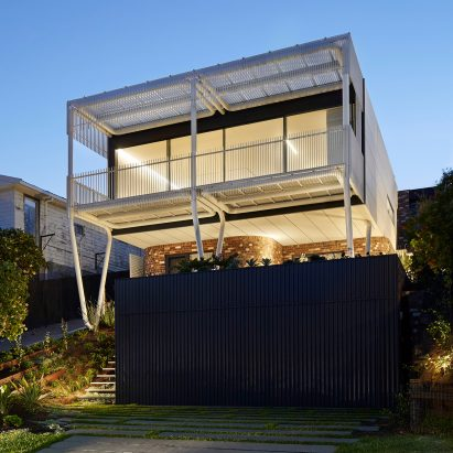 Giant steel paperclips support living spaces and ocean facing balcony at new south wales house