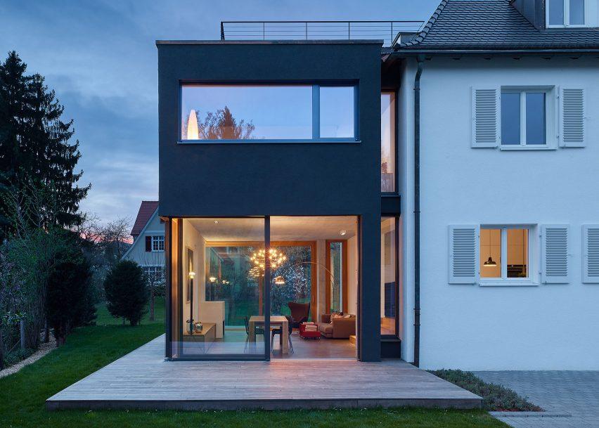 Stuttgarter Architekten holzer architekten adds black extension to 1920s house in stuttgart