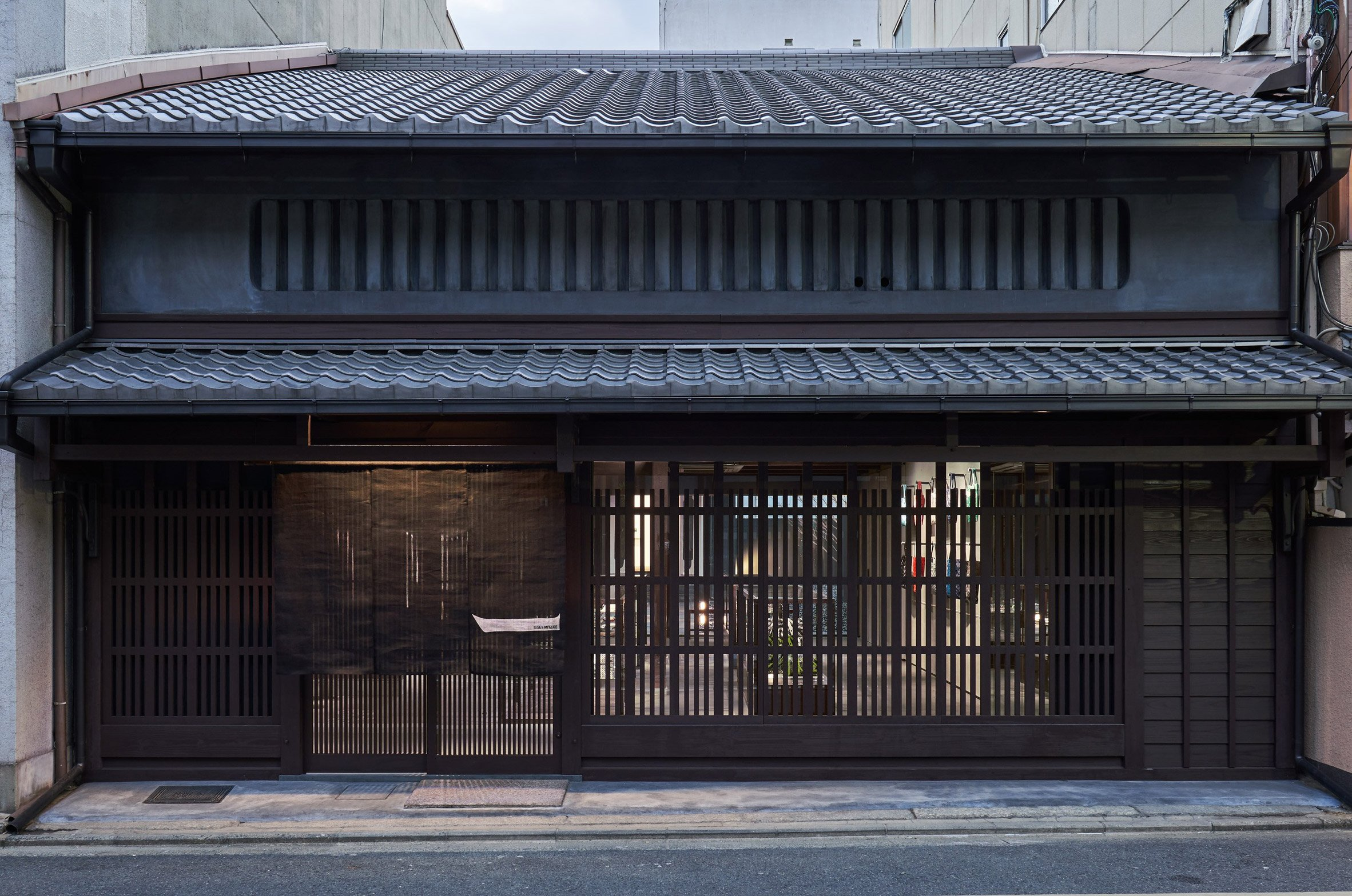 Naoto Fukasawa inserts Issey Miyake store into 132-year-old Kyoto townhouse