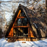 A-frame house becomes cosy guest lodge outside Philadelphia