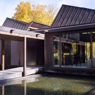 Japanese details influence Hudson Valley getaway by Tsao & McKown