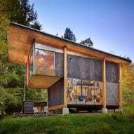 Foraged materials form artist's home and studio in Washington woodland