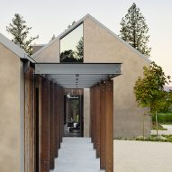 Field Architecture designs gabled house overlooking California vineyard