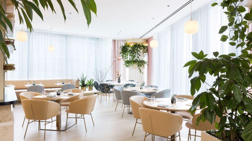 10 restaurant interiors suitable for spring rh dezeen com design of restaurant interiors restaurant in interiors