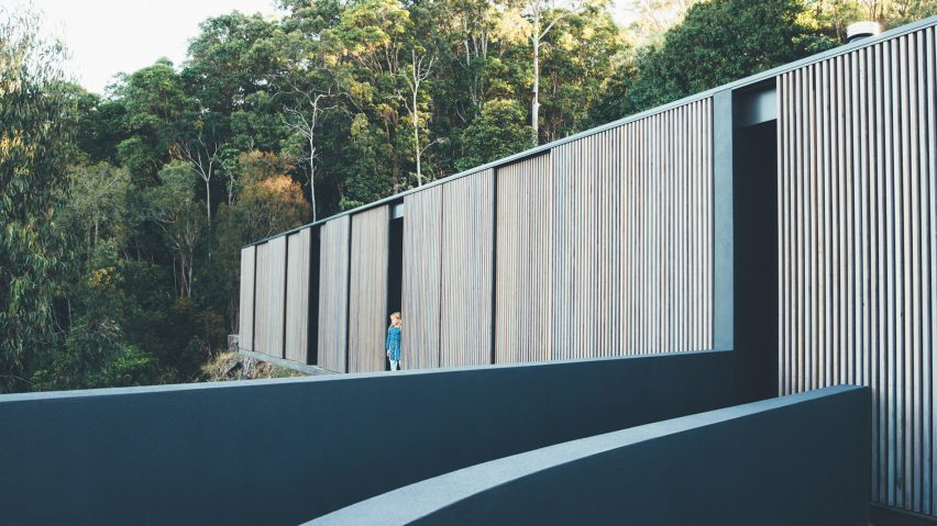 Sliding eucalyptus-wood screens wrap exterior of house on Australia's Sunshine Coast