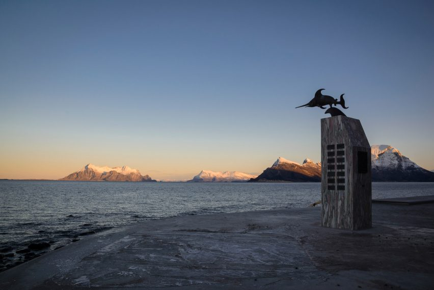 https://static.dezeen.com/uploads/2018/03/ureddplassen-norwegian-scenic-route-haugen-zohar-architecture-public-leisure_dezeen_2364_col_17-852x569.jpg