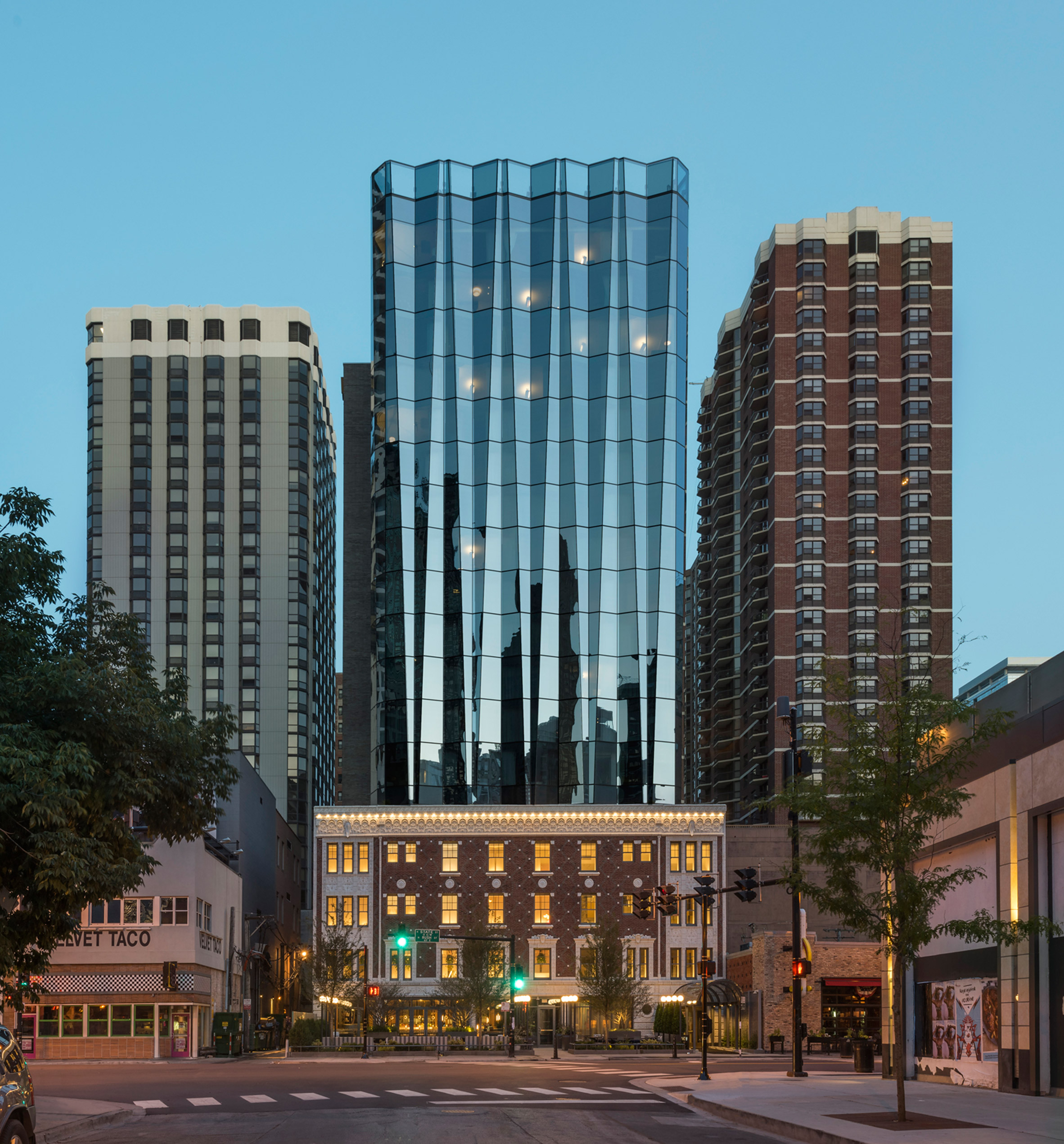 Goettsch Partners adds folded glass tower above historic Chicago hotel