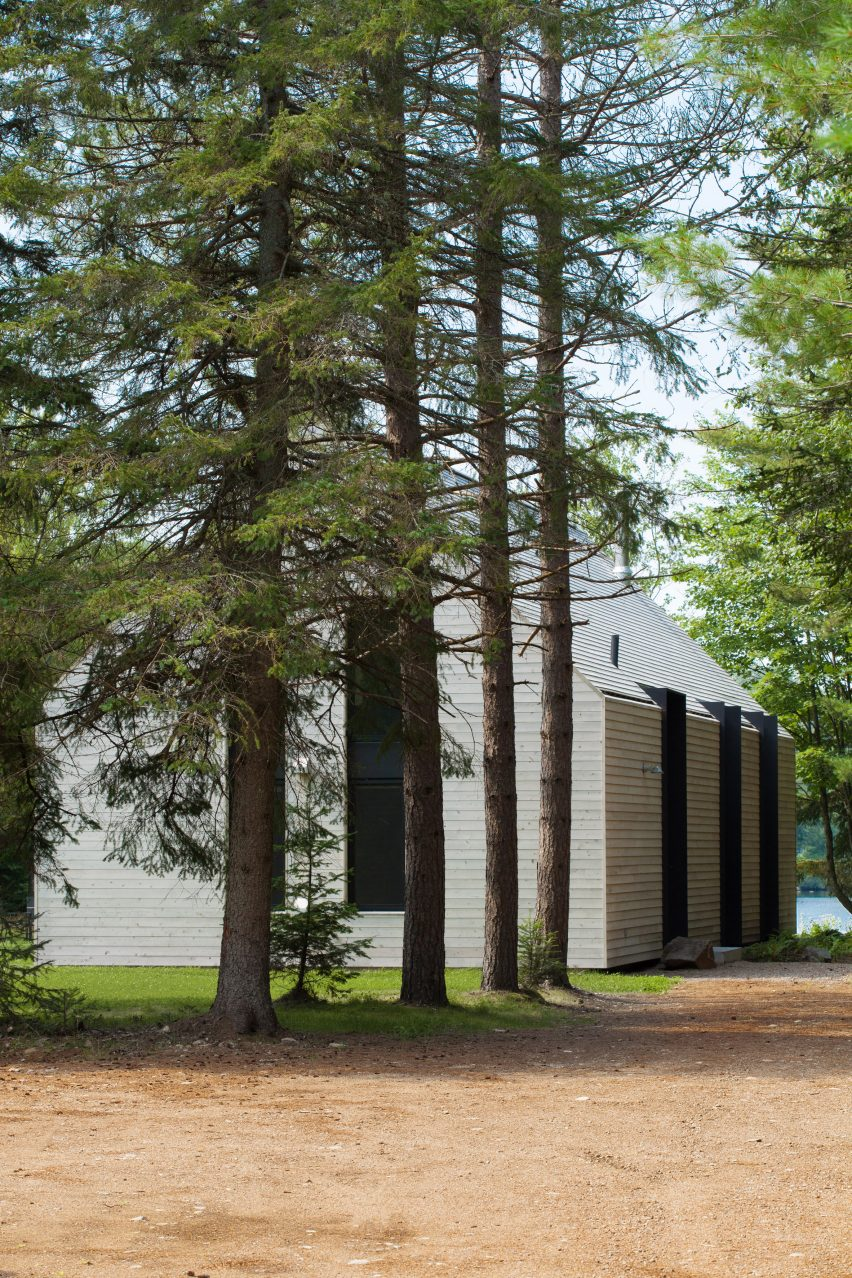 White cedar covers gabled lake house in Canada