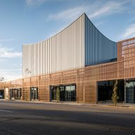 Copper screen stretches across front of Memphis ballet school by Archimania