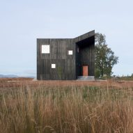 Ampuero Yutronic stains Chilean house to resemble local volcanic stone
