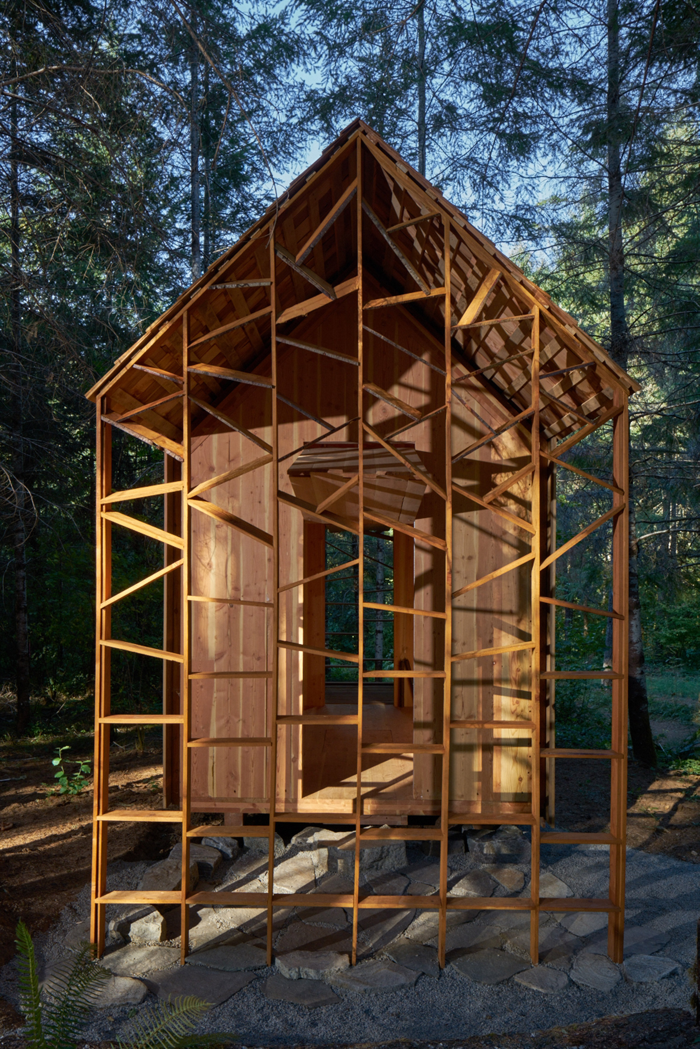 Architecture students use cross-laminated timber to build tiny classroom in Oregon forest