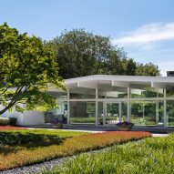 Joel Sanders updates mid-century-modern home on verdant site in Connecticut