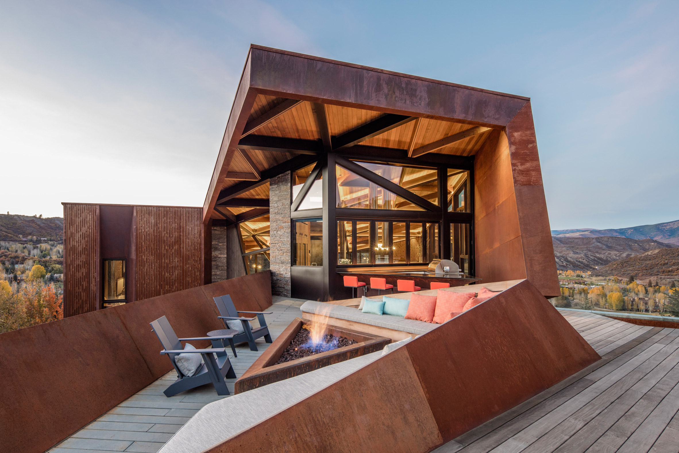 Triangular house by Skylab provides sweeping Rocky Mountain views