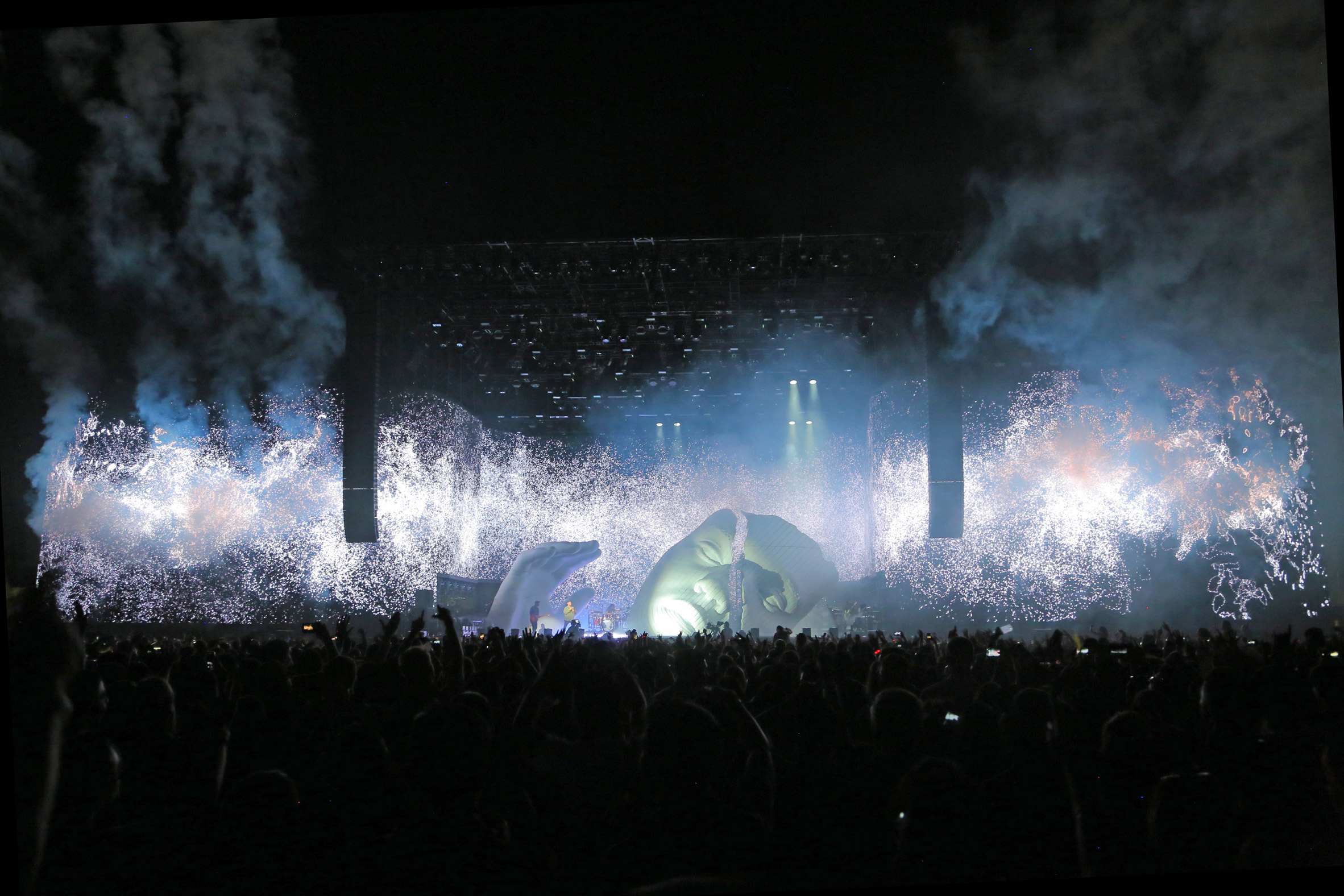 "Es Devlin creates ""afrofuturist"" scarred mask for The Weeknd's Coachella set"