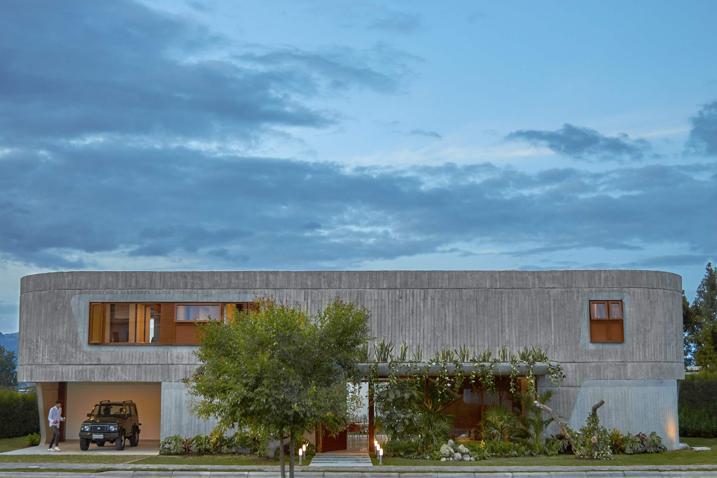 """Casa Roca's curved concrete walls are designed to give an architectural """"hug"""""""