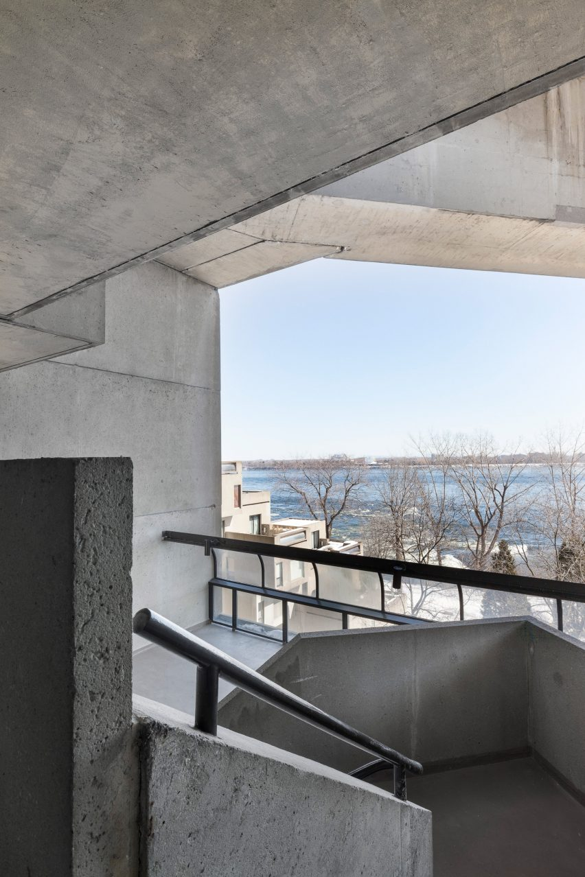 Apartment in Habitat 67 by Rainville Sangaré