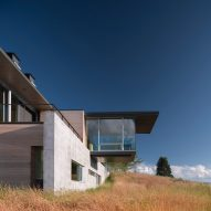 Glass study extends from hilltop home in Wyoming by Bohlin Cywinski Jackson