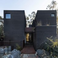 Jeff Svitak builds blackened Redwood House with private studio for himself in Southern California