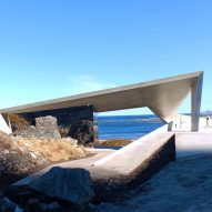 Morfeus Arkitekter completes mirrored toilet block on Norwegian coastline