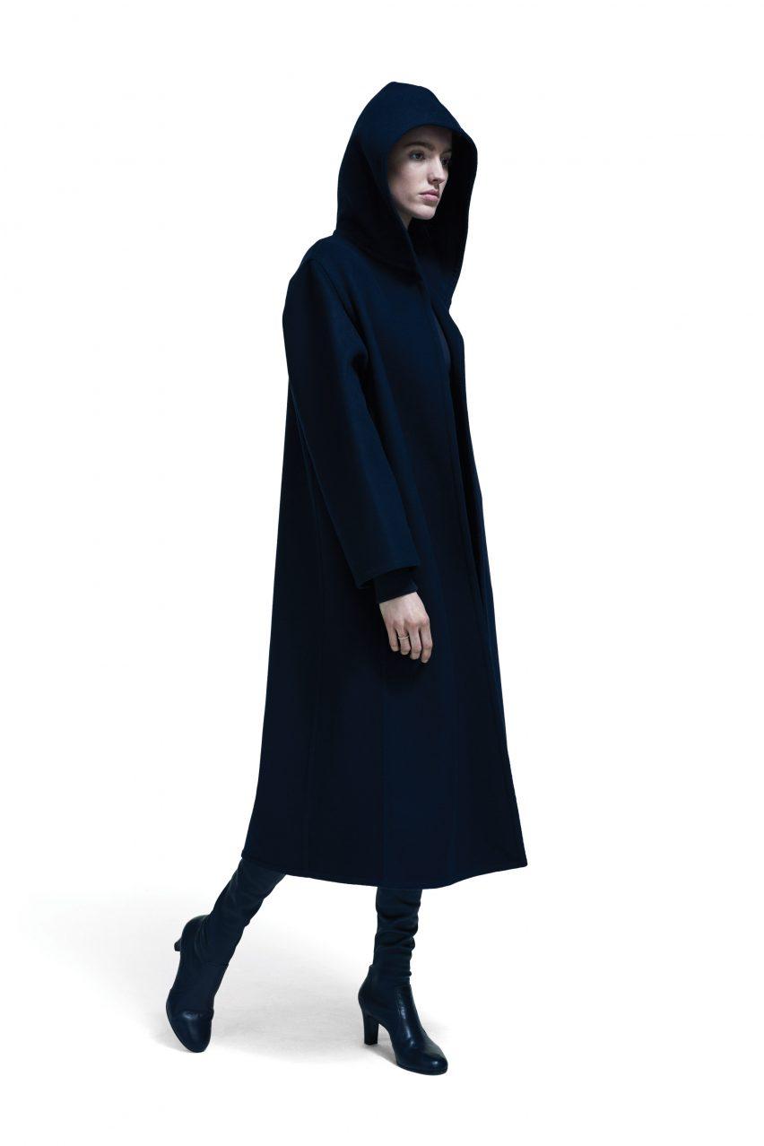 Anna Blessman y Peter Saville crean una línea de ropa cápsula para creativos