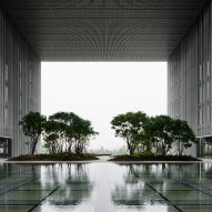 "David Chipperfield Architects completes office with ""hanging gardens"" in Seoul"