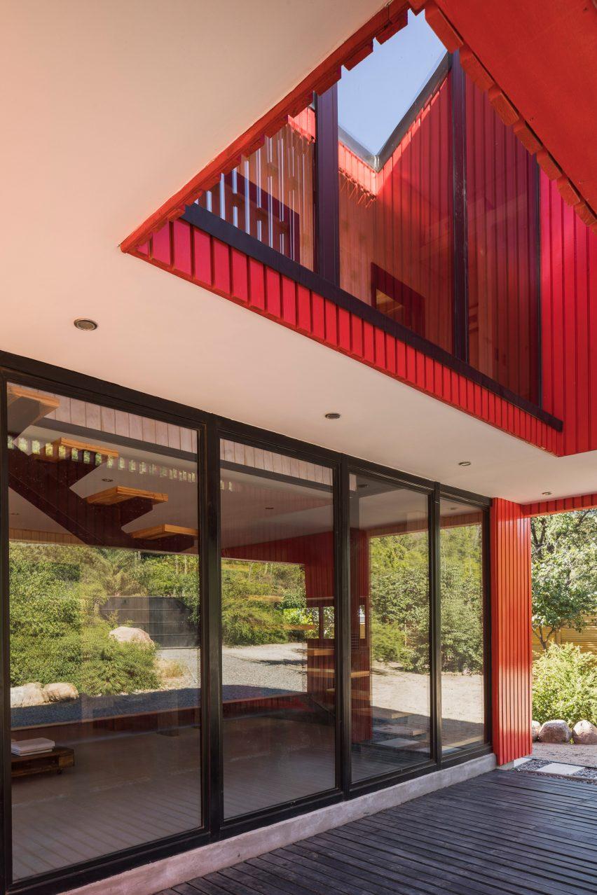 Casa La Roja by Felipe Assadi Arquitectos