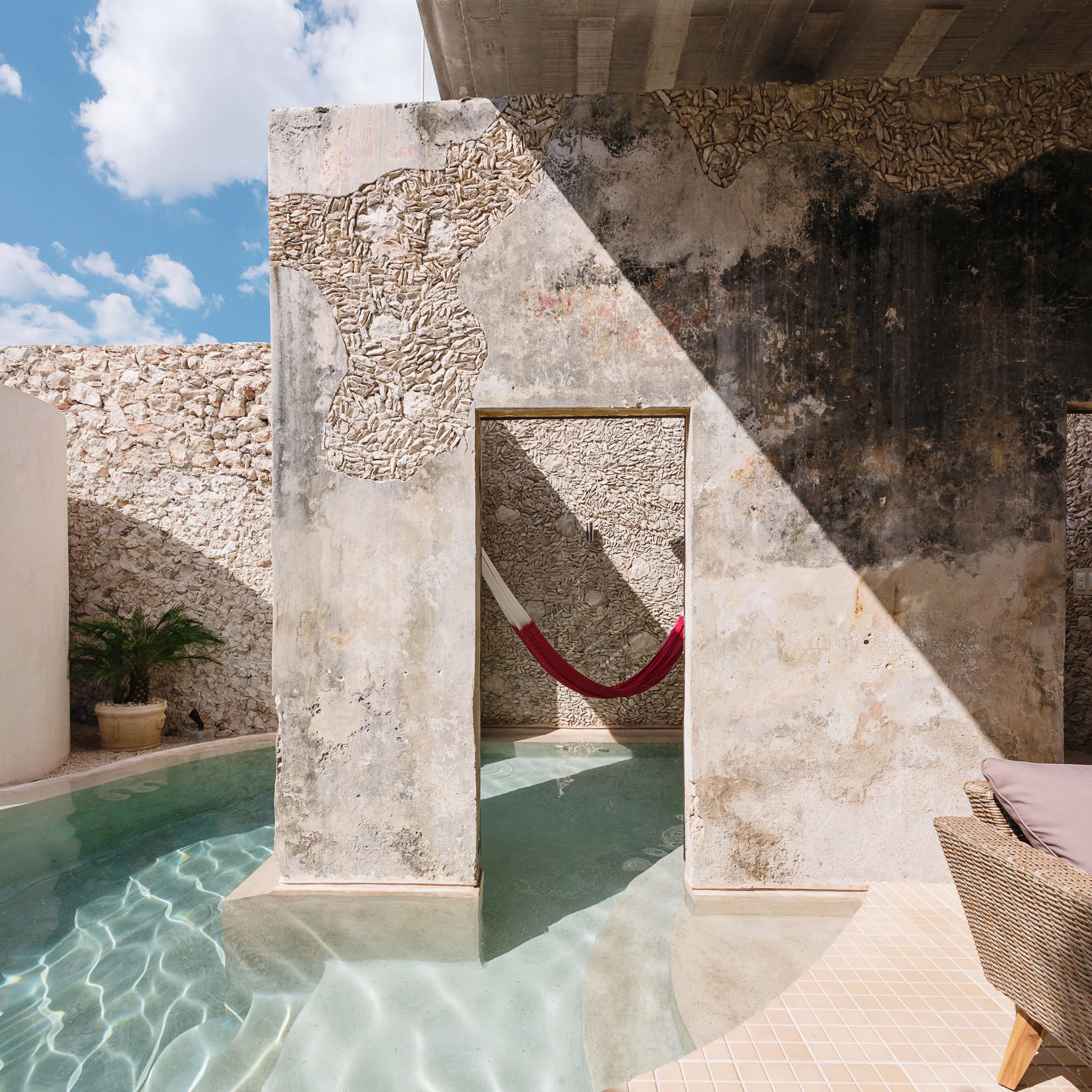 Architectural swimming pools: Casa Xólotl by Punto Arquitectónico