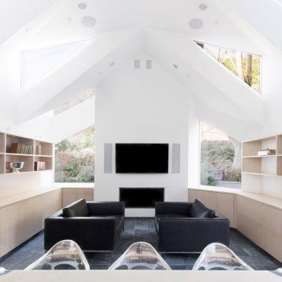 Latest office architecture and design dezeen magazine case room house by geoffrey von oeyen malvernweather Image collections