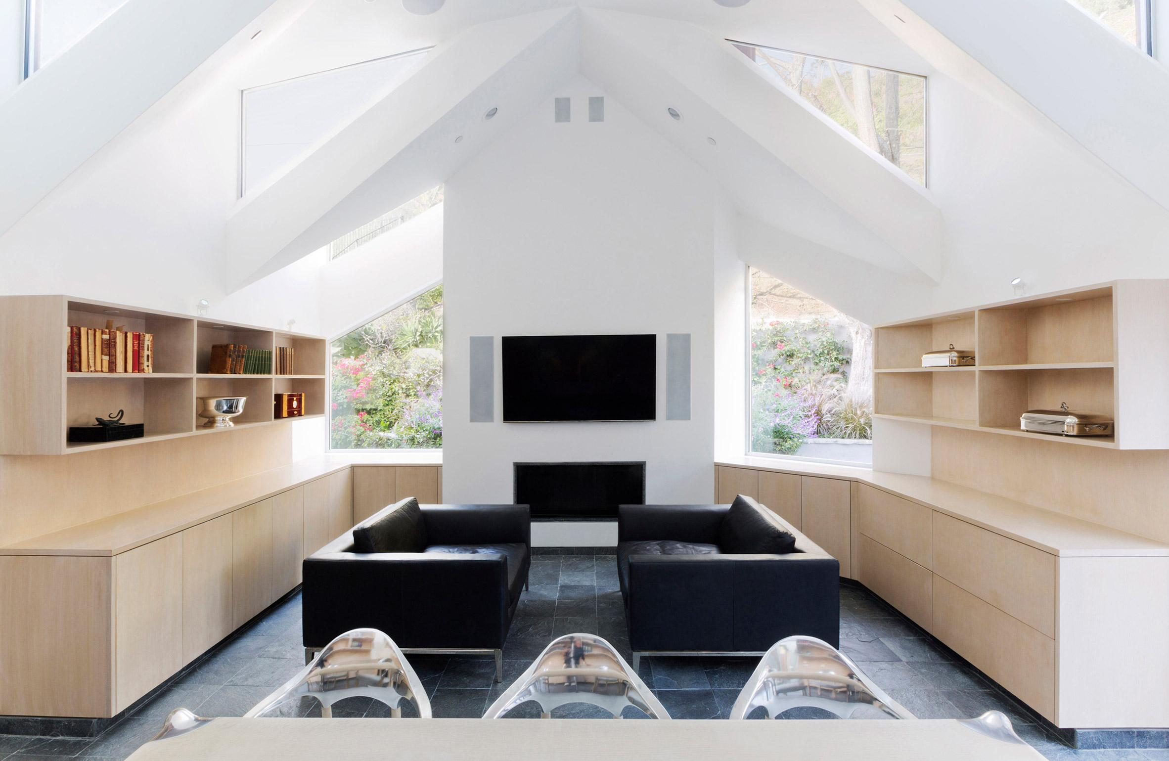 Geoffrey von Oeyen designs jagged-roof office addition for Malibu home