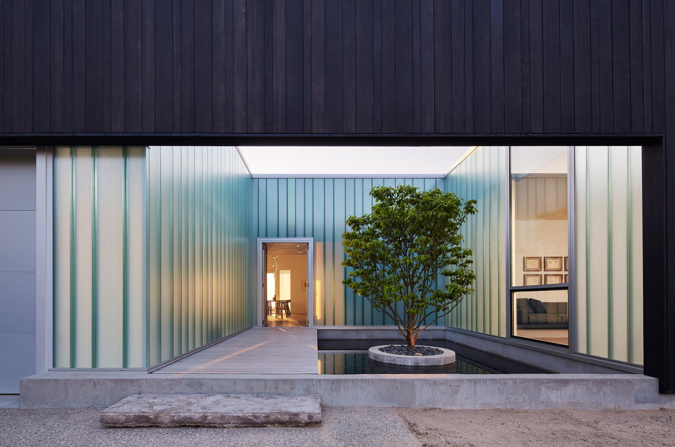 Courtyard House by John Ronan