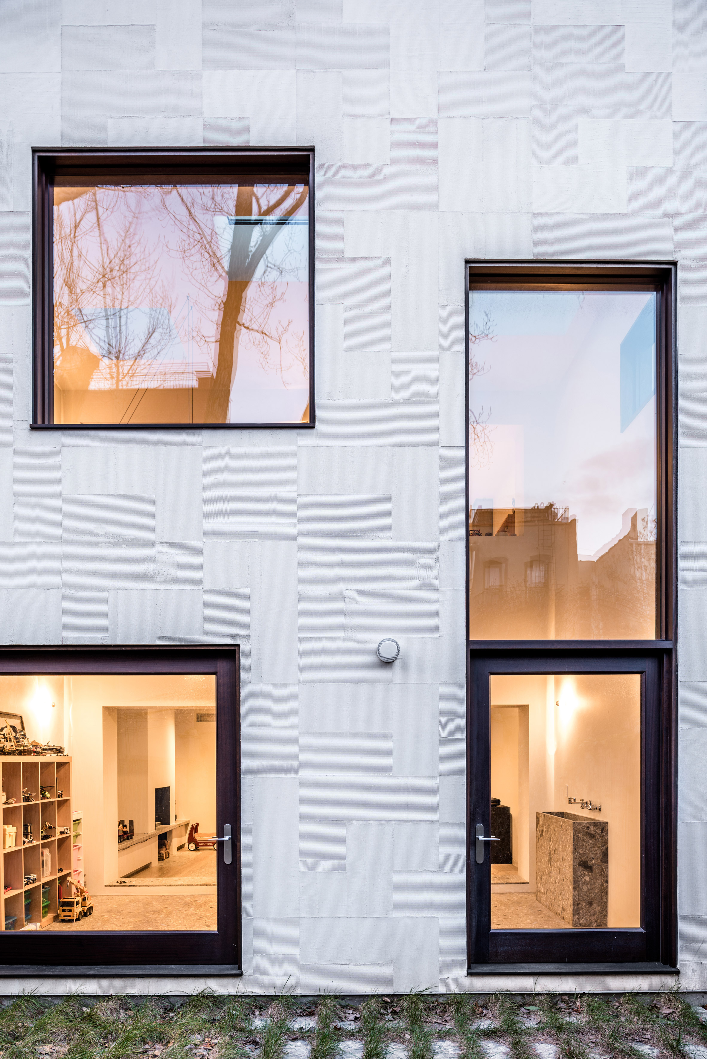 Extended Townhouse by vonDALWIG Architecture