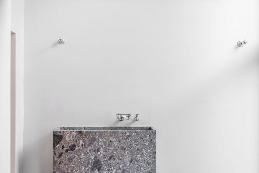 extended townhouse vondalwig architecture brooklyn new york dezeen 2364 col 11 852x569 - NGÔI NHÀ THÔNG THOÁNG VÀ TRÀN NGẬP ÁNH SÁNG TỰ NHIÊN