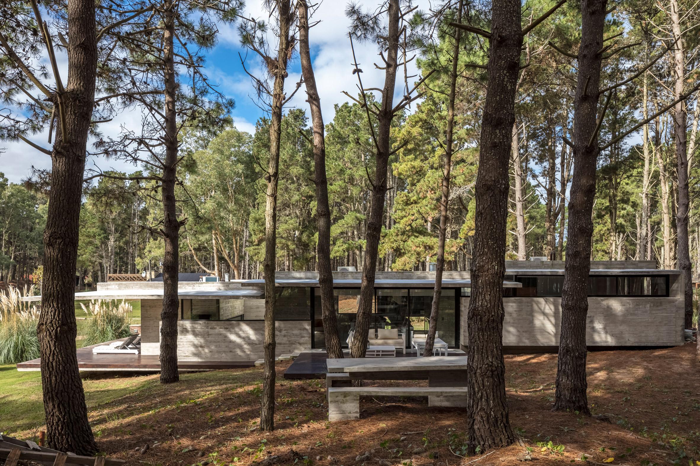 Besonías Almeida Arquitectos creates board-marked concrete summer house