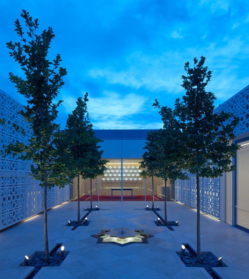 Fumihiko Maki completes Aga Khan Centre in London's King's Cross