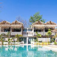 Hotel Iguana dorado por Studio Saxe