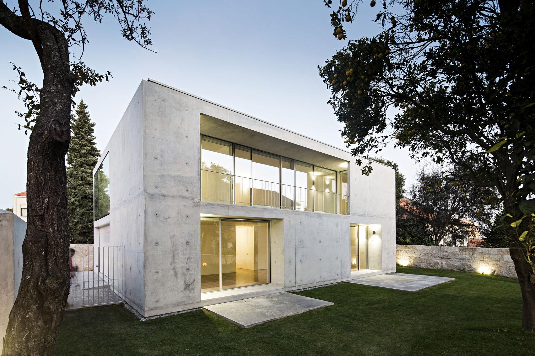 Jo O Vieira De Campos Completes Minimal Concrete House In