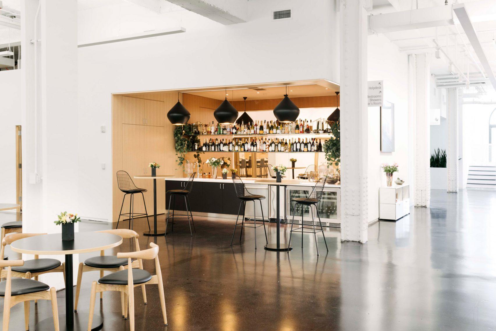 Ngắm văn phòng làm việc đẹp mê ly của Instagram, chỗ nào cũng có thể check in sống ảo