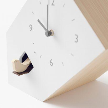 Nendo reinterpreta el reloj cucú con tres diseños poco convencionales