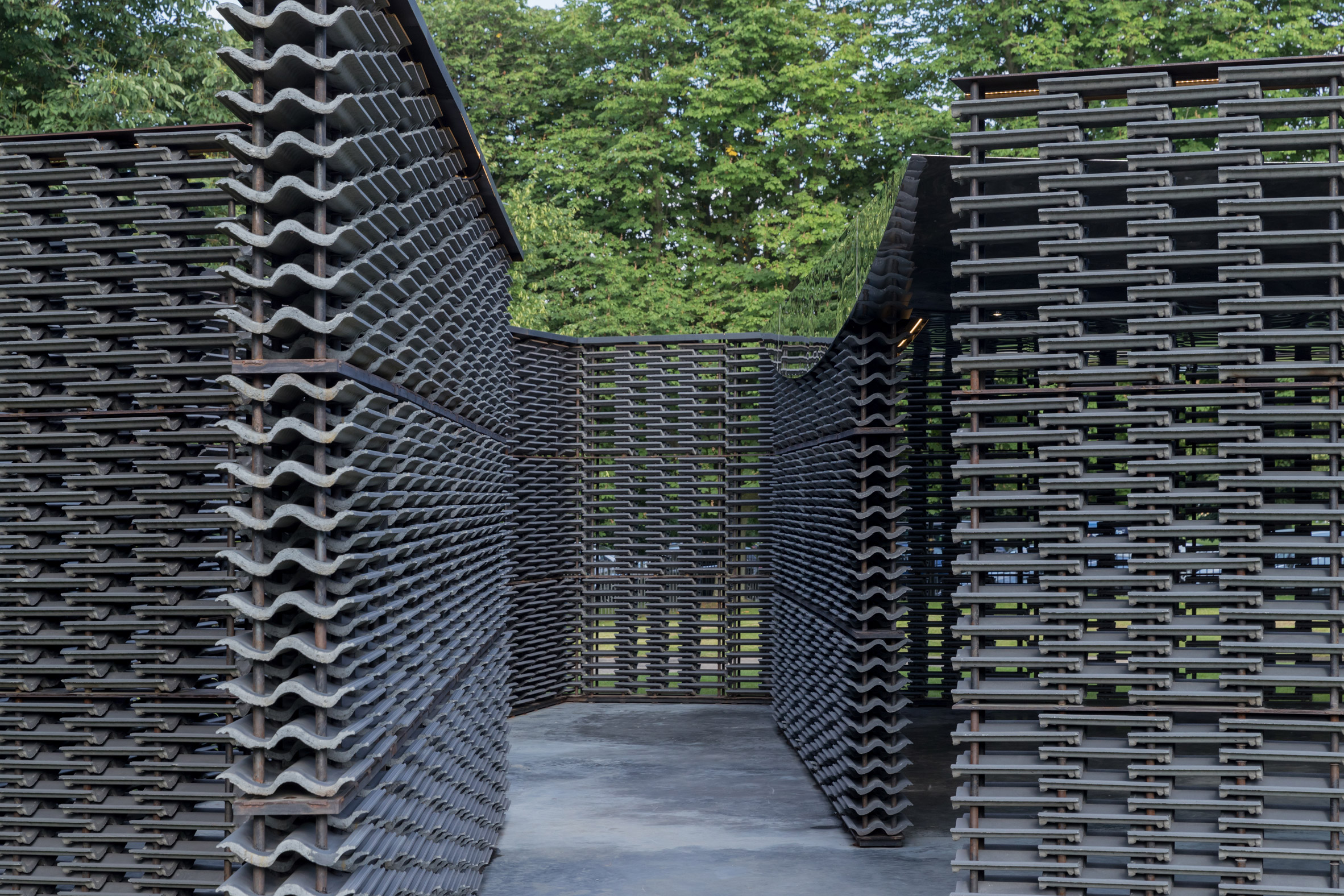 """Frida Escobedo builds Serpentine Pavilion featuring """"woven tapestry"""" of concrete tiles"""