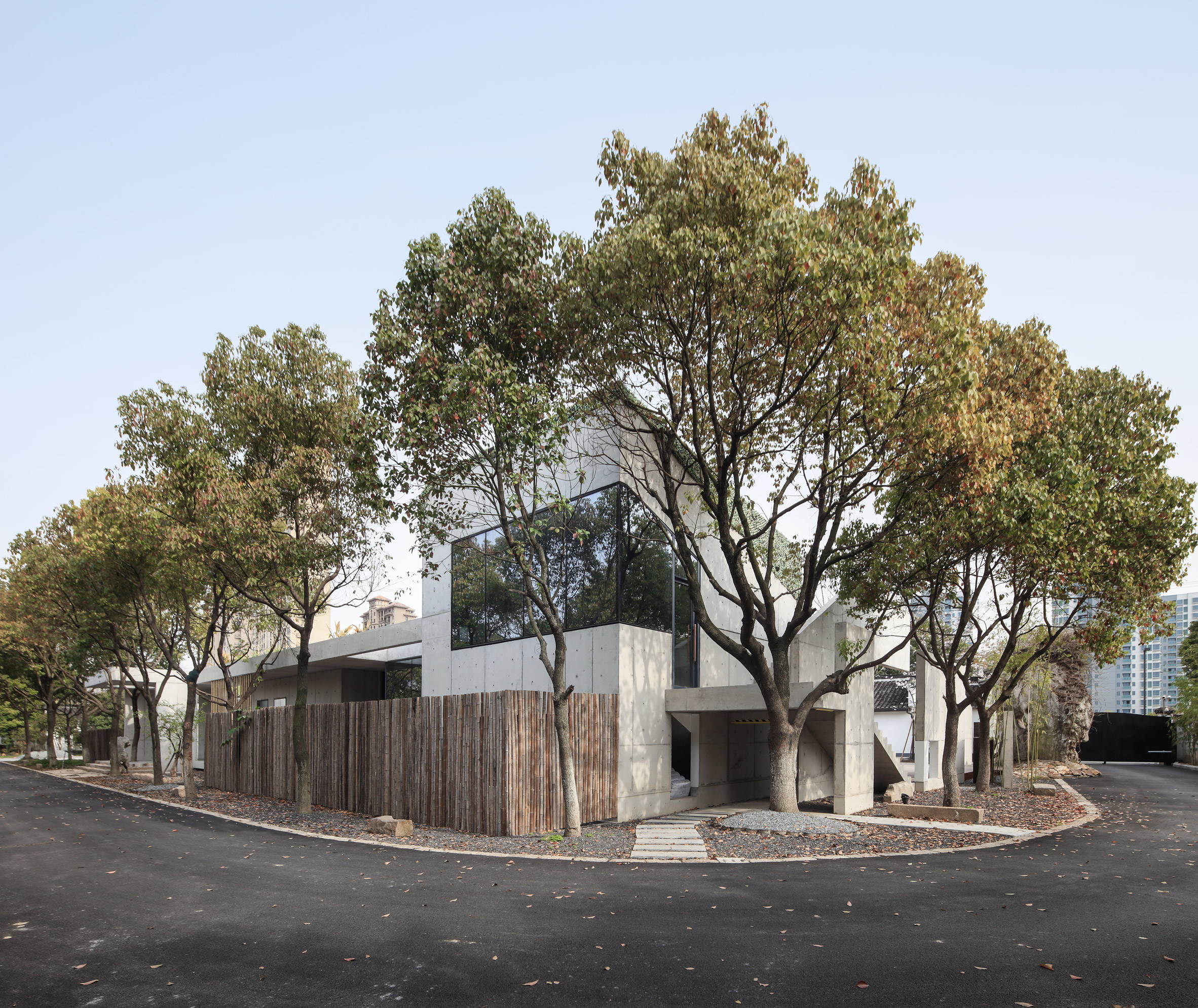 Yushe Design slots office around existing trees in Shanghai suburb