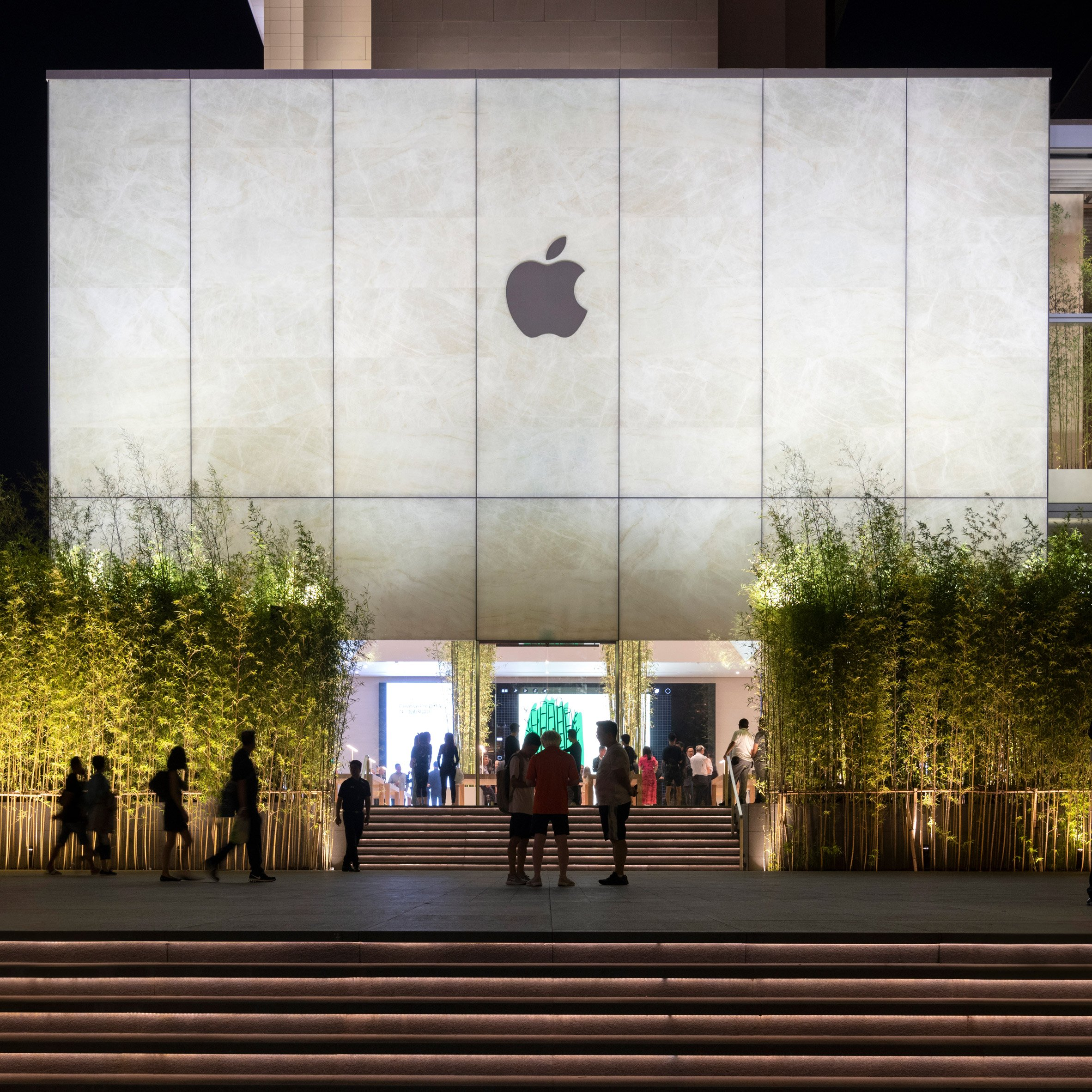 Foster + Partners Apple stores: Apple Cotai Centre Macau by Foster + Partners