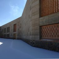 Arcop arranges Afghan hospital around public and private courtyards