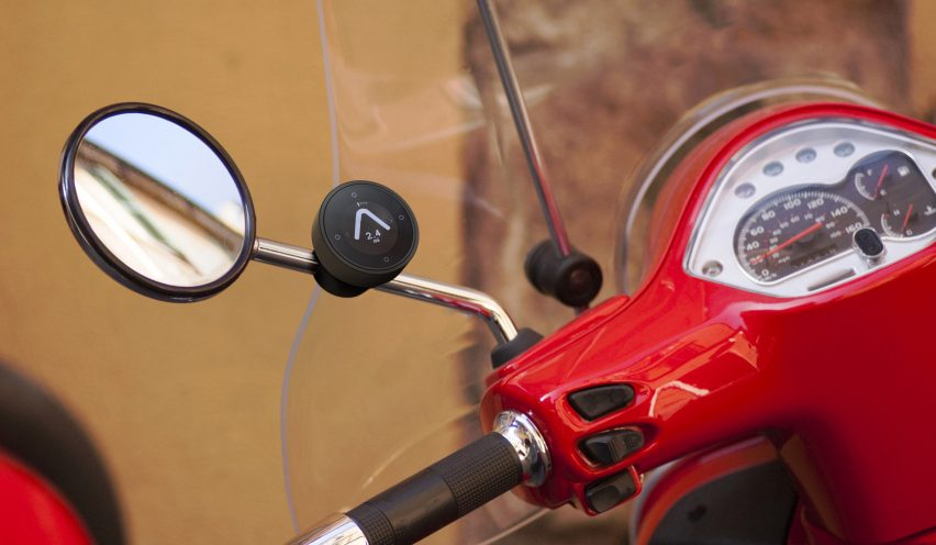 Beeline's minimal navigation device directs motorcyclists with a single arrow
