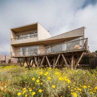 Ignacio Correa elevates Casa Mujeres in Chile to provide ocean views