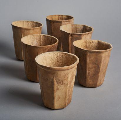 Crème cultiva calabazas en moldes para crear HyO-Cup biodegradable