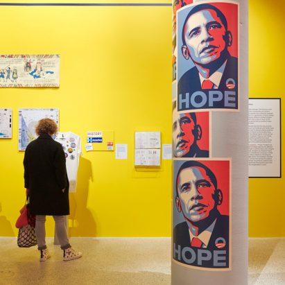 Los diseñadores demandan que el Museo del Diseño elimine las obras de indignación por el evento de la industria armamentista