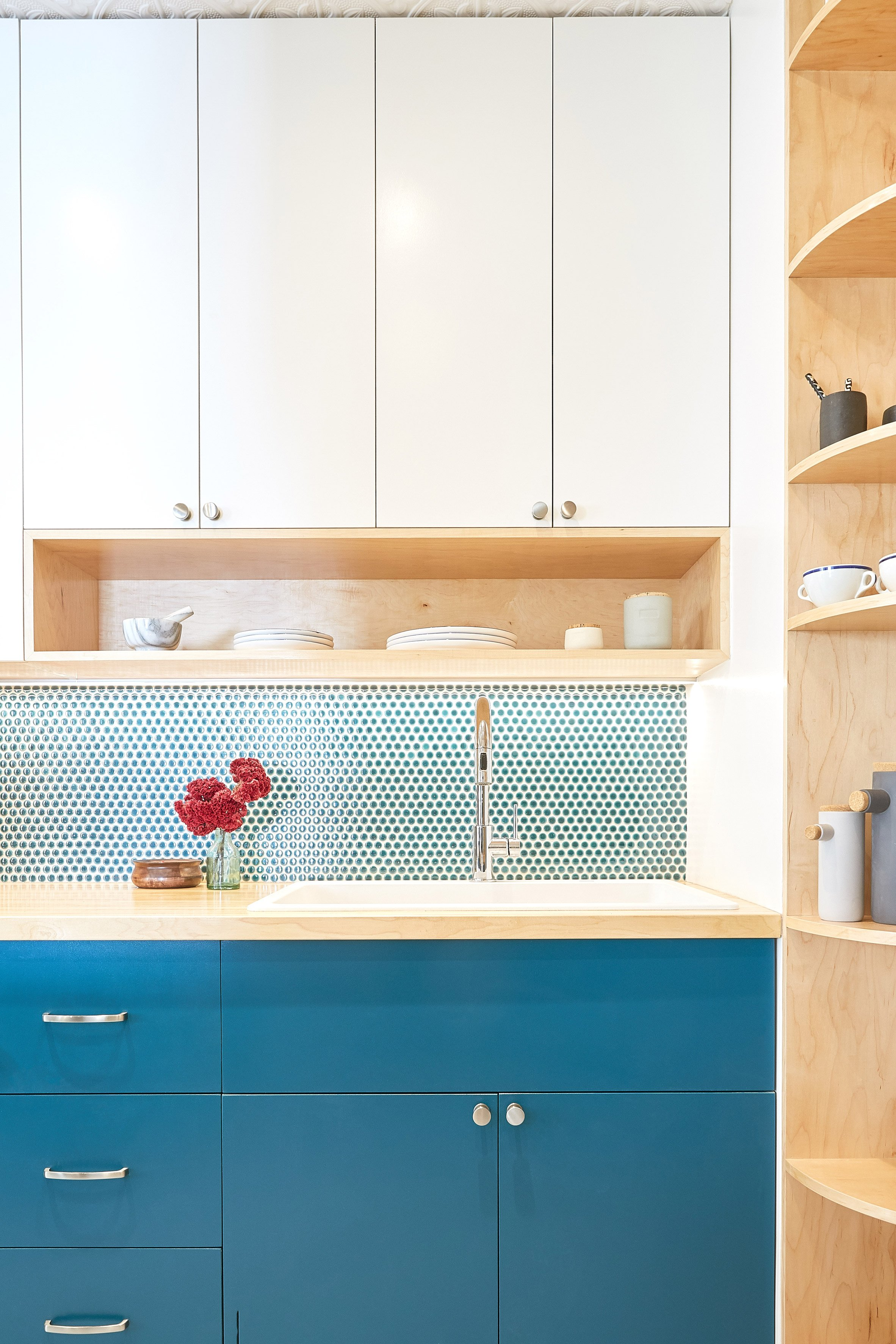Handwerk outfits Fifth Avenue Kitchen in Harlem with clever storage ...