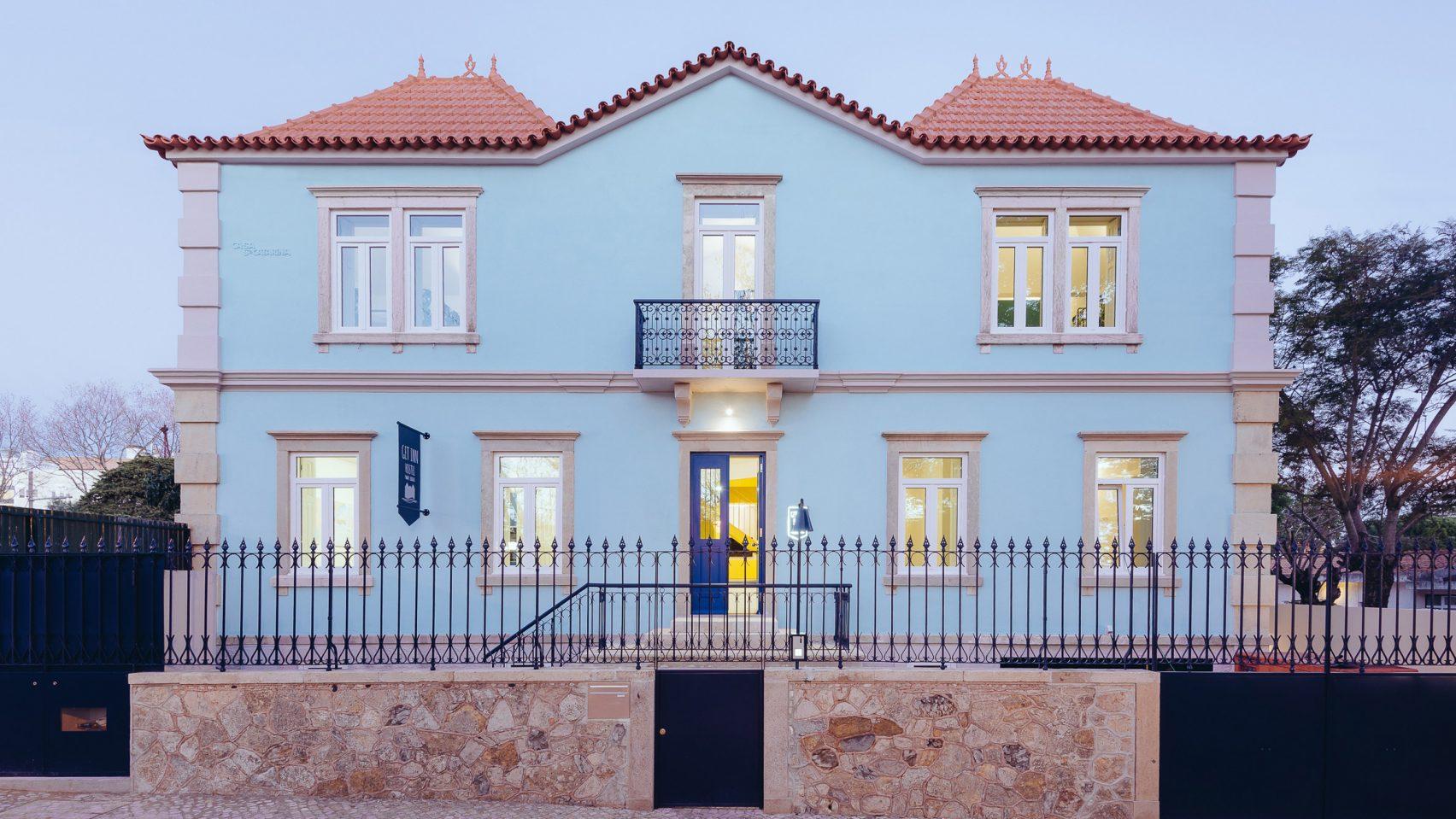 Яркий португальский хостел из частного дома